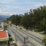Avda Urdaneta sin tráfico se mantiene tranca de taxistas en Pie de El Llano..11:33 http://t.co/NtFkDNaIjN
