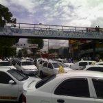 Porque a los trabajadores taxistas los amenazan con la Policia y GNB, donde estaban para enfrentar la delincuencia. http://t.co/3IKCRYwK3U