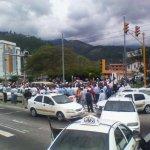 Aún se mantiene la vía cerrada en el sector Andrés Bello, intersección La Avioneta. http://t.co/gUu1CZ2C6x