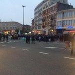 Rassemblement à une centaine de mètres du stade, encadré par la police. Dans le calme #BELISR http://t.co/zYxc8OaeQr