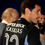 """Les maillots floqués """"Casillas"""" ont déjà rapporté 500.000€ au FC Porto depuis son arrivée ! (O Jogo) http://t.co/63ZFWToWAC"""