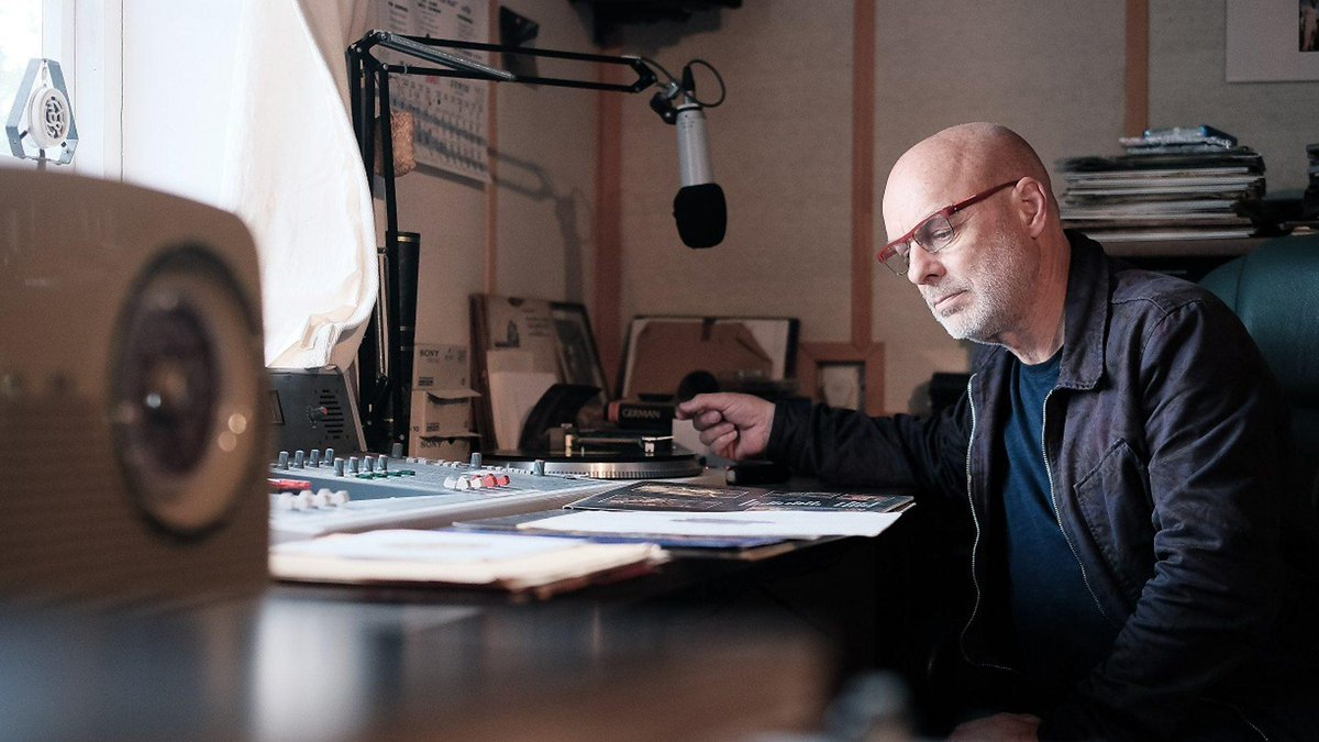 Video of Long Now co-founder #BrianEno's 02015 John Peel lecture is now on @BBCiPlayer http://t.co/tSPeQgXYrb http://t.co/ylTNcz6NgD