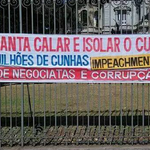 "Ha ha! Autor da faixa ""Somos milhões de Cunhas"" é visto chorando no banheiro http://t.co/CNfCNB0TiL #ForaCunha http://t.co/cmtV1onILp"