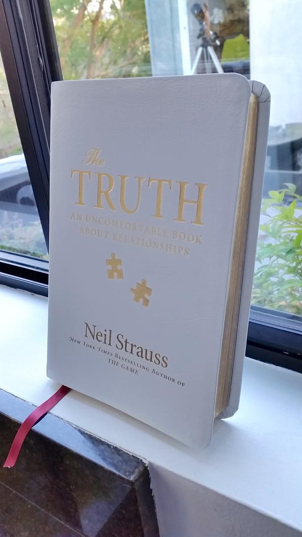 Please support my good friend the talented @neilstrauss + his book, #TheTruth, available now: http://t.co/iXNITseKoV http://t.co/2BmNiEYnnu