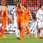 【オランダ敗退】 オランダが32年ぶりのユーロ予選敗退…最終節も敗戦で大逆転突破ならず http://t.co/Mte5AgxLIs オランダは13日に行われたユーロ2016予選の最終節でチェコと対戦し、2-3で敗れました。 http://t.co/0ckeSoOq0J