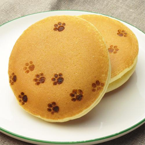 猫好きさん必見!ついつい押しちゃう肉球型の焼印をご紹介。どら焼きやおまんじゅうなどの和菓子にはもちろん、ロールケーキやベーグル、食パンにも押すことができますよ。いまなら嬉しいセール中です!http://t.co/LsA9NVNdvv http://t.co/0xLR3so15y
