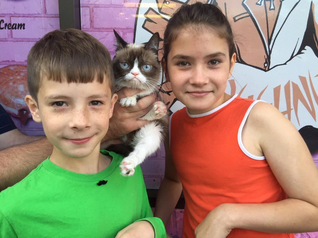 You know you live in #Portland when...your kids + hubs run into @RealGrumpyCat @VoodooDoughnut before school. http://t.co/COnD6Kmh50
