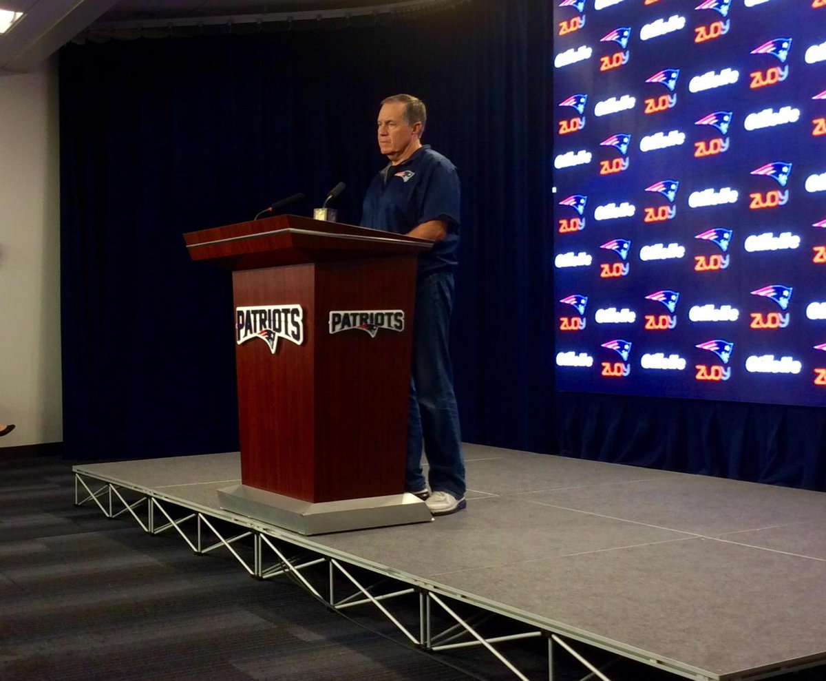 """Belichick on if fans in grocery store tell him """"beat Colts"""": """"I haven't been to a grocery store in years."""" #wbz http://t.co/y4rKbmX5w6"""