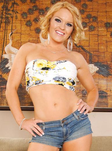 Latina lesbian Nikki Delano pleases Krissy Lynn and Rose Monroe  289964