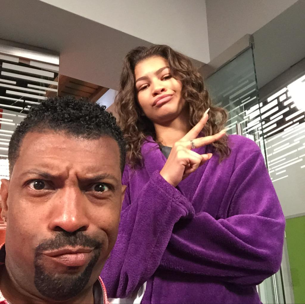 2nite watch an all new blackish on ABC where I get 2 have fun w/ baby girl @zendaya #deoncoleslaw #blackishabc http://t.co/s6zabEVyLa