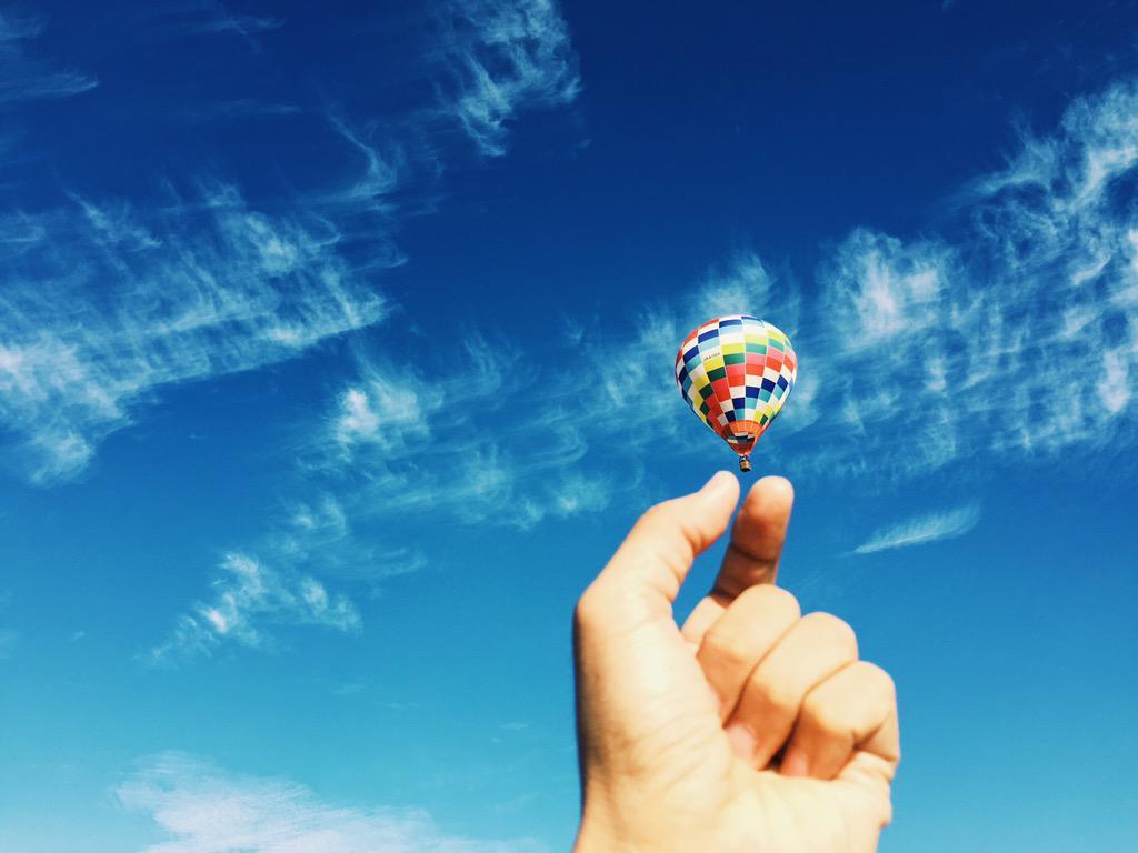 今日は滋賀県東近江の小学校に来ています。朝のランニング中に見かけた気球を目指して行ったら意外と遠く、ホテルの朝食を食べ損ねました。昼は6年生のクラスに混ざって給食。チャイムまだかな、、。 http://t.co/ScuXqQ3iBE