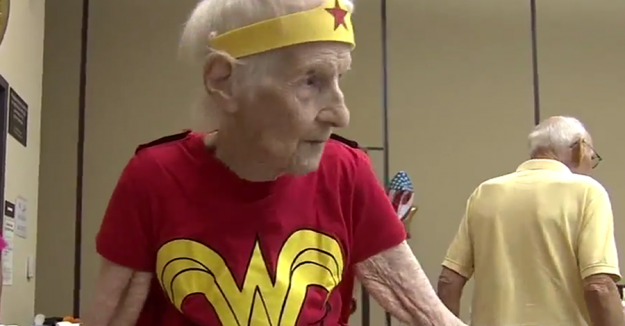 103-year-old celebrates her birthday dressed as Wonder Woman - http://t.co/AgUC66gTDn http://t.co/mfmdfW1hZ2