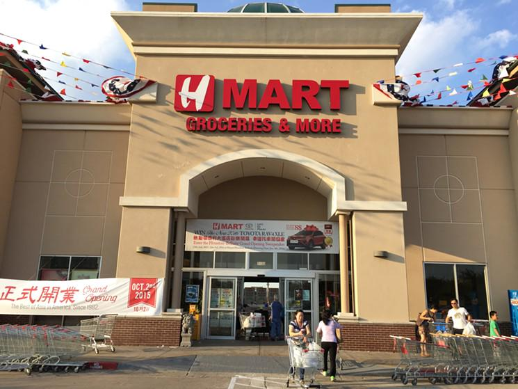 Five Reasons to Visit the New HMart in Chinatown  http://t.co/yNJo8RQ6yM http://t.co/JSgoK5Sk91