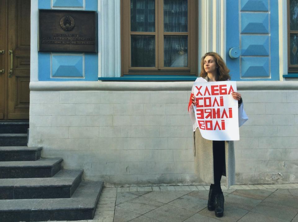 dzhuliya-kesh-porno-foto