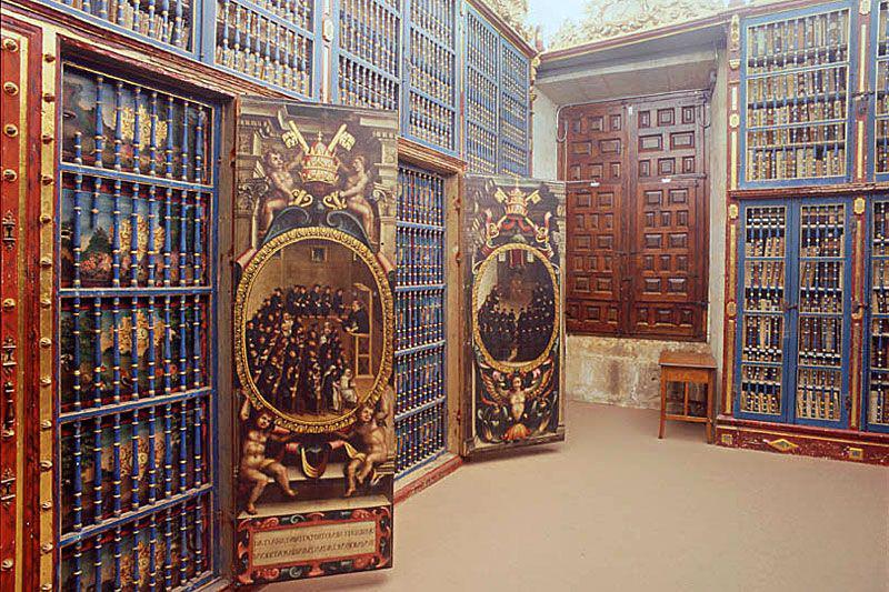 Dentro de la Biblioteca está la Sala de Manuscritos, que guarda más de 400 incunables #EducationDay http://t.co/XwbXpwK2lK