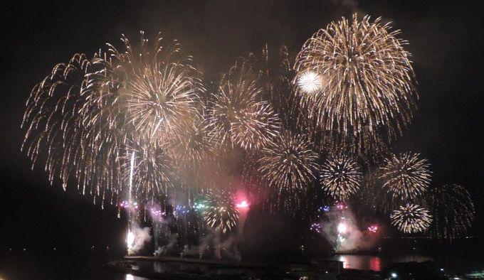 秋の澄んだ夜空に打ち上がる特大2尺玉の「江ノ島花火大会」は、17日(土)です。雨天・荒天の時は18日(日)に順延。http://t.co/Kg3M7Es74V #enopo #fujisawa #enoshima http://t.co/p7CsFJvVG7