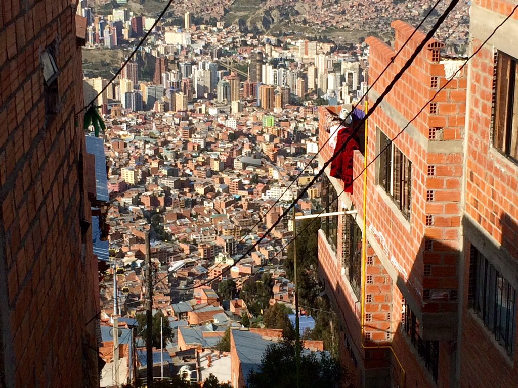 La Paz Bolivia. The highest capital city in the world. The view from the shanty town on the hill. @sundaynighton7 https://t.co/sgbDrVURtX