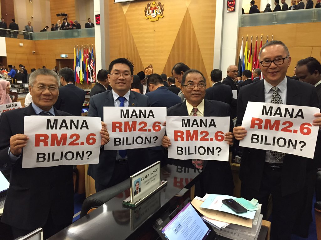MPs hold up this question to PM after his #Bajet2016 speech! https://t.co/PqMzmfJV9Y