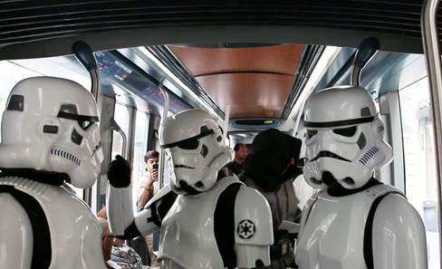 """""""Tbc contre-attaque"""" : même les forces de l'Empire ont validé en montant ;) ! #QueLeBonGesteSoitAvecVous http://t.co/3aU4Cuz3qb"""