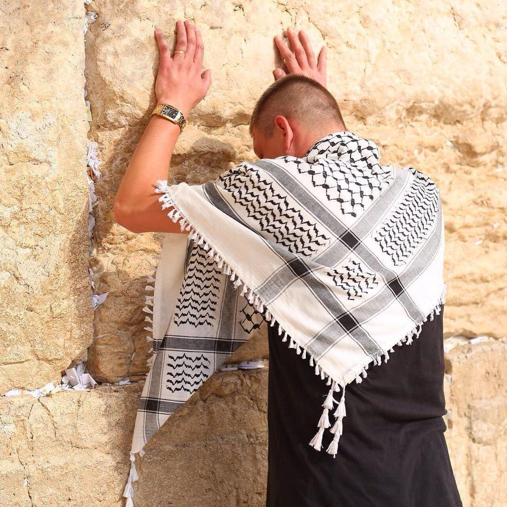 The Kotel is often weird. This dude walked up, prayed, and then left. No one batted an eyelash. Oh Jerusalem. http://t.co/aWxHLABzaS