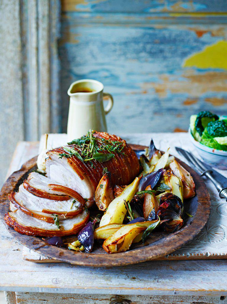 #Recipeoftheday roast pork & pears from the latest issue of @JamieMagazine Happy Sunday! x http://t.co/fSY4EJ3Zo9 http://t.co/Ui2WFCe2bw