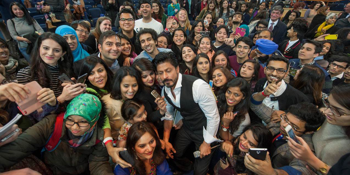 "Shah Rukh Khan meets attendees after delivering his public lecture, ""Life Lessons"" #DrSRKEdinburghUni http://t.co/OU8s5pGdF1"