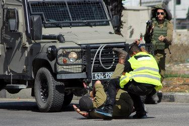 .@AP pic of Palestinian assailant posing as journalist as he stabs Israeli soldier. http://t.co/8voDFmHz91