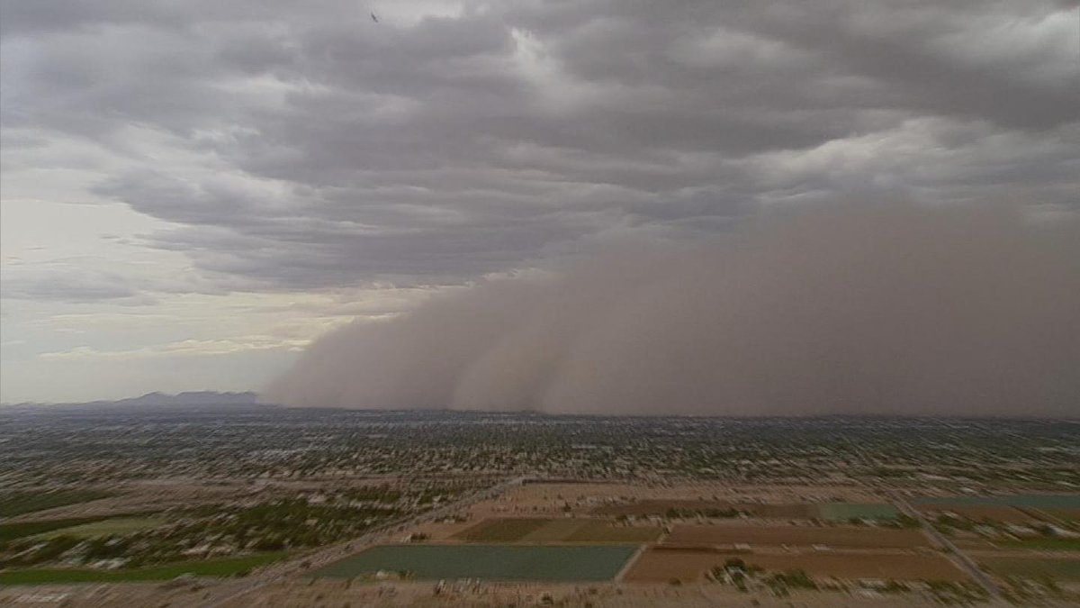NOW: Dust storm blowing through Phoenix metro area #azwx  http://t.co/EB7U07jsVU http://t.co/aU7C4sCBLh