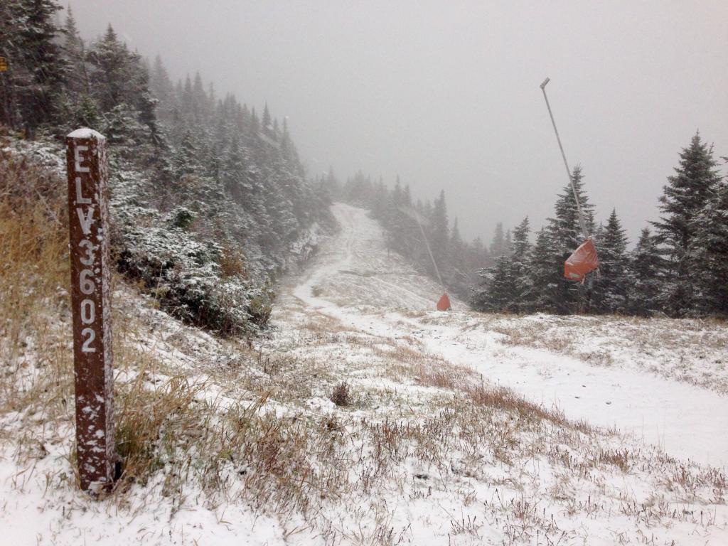 It's snowing up here!  Looking a lot like winter now. http://t.co/yiakhKHgJE