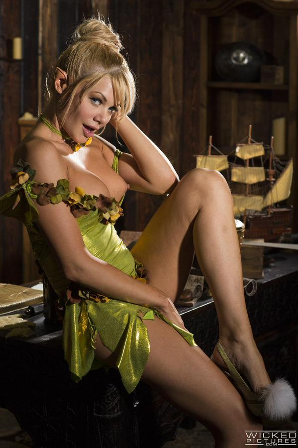 1 pic. #SexySaturday in Peter Pan XXX !! get it NOW .. whatever will Captain Hook do to me
