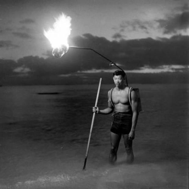 Night fishing in #Hawaii, 1948 http://t.co/XSJt5CNtLd