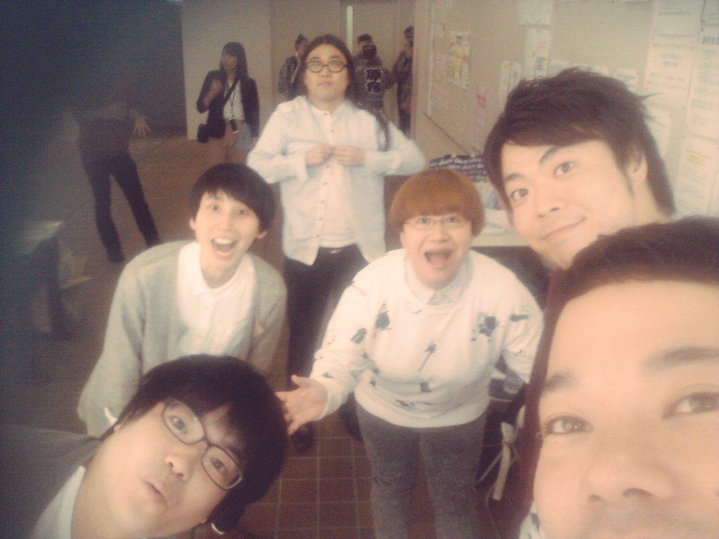 埼玉女子短期大学の学園祭に同期3組!だからさわやかな大学のサークルのメンバーみたいな感じで撮りました。でも完全に妖怪新聞部ですね(笑)あぁ、楽しかったー!!次は大宮!是非お待ちしております! http://t.co/87bySZkOIk