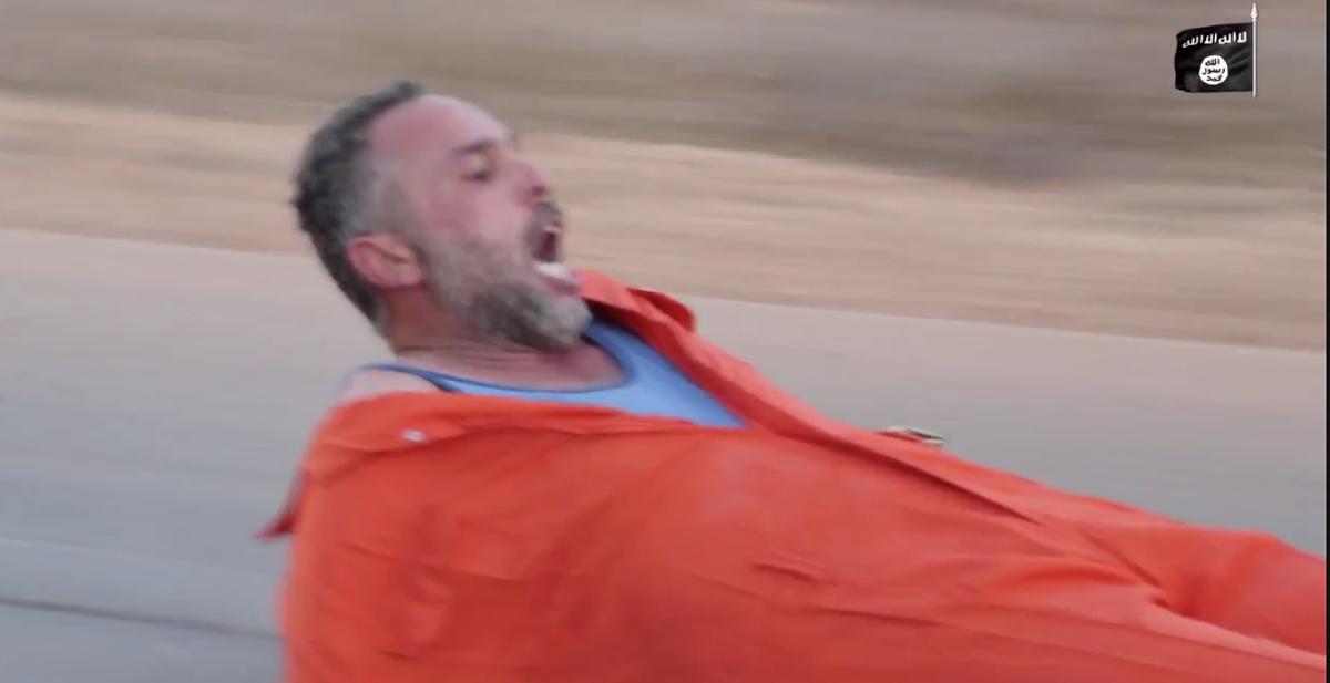 イスラム国 スパイを道路ですりおろして処刑(動画有)