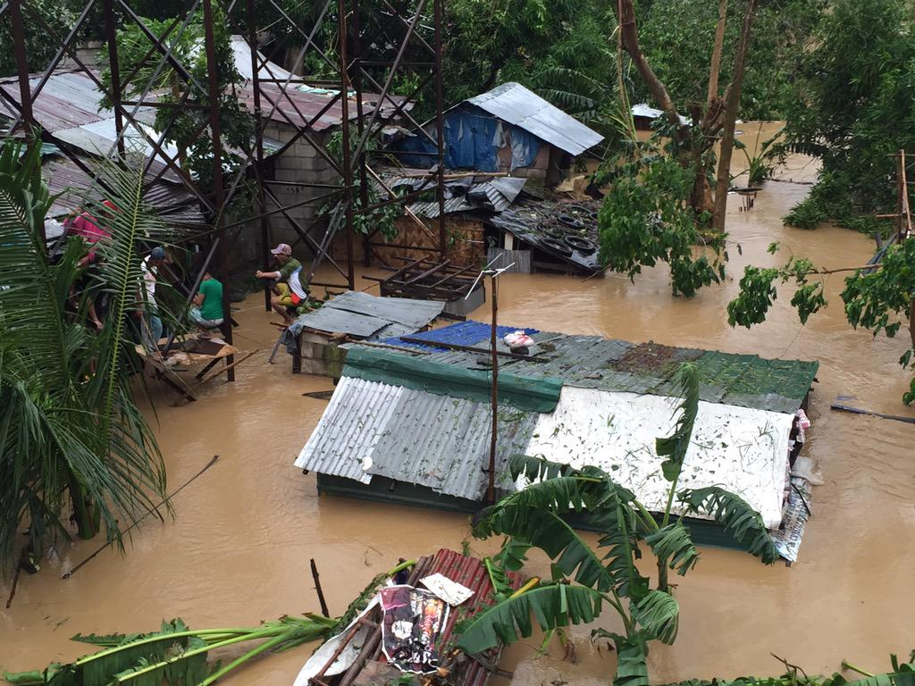 Flooding on the Pampanga River just north of Cabanatuan city after #typhoon #LandoPH #Koppu http://t.co/GHQbSnFA4P