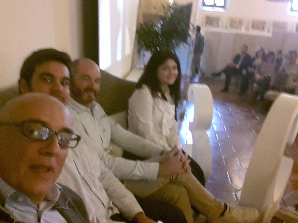 Sofá redondo en #CuencaEnamora con profesionales del sector. ... http://t.co/fzuSCjz5NC