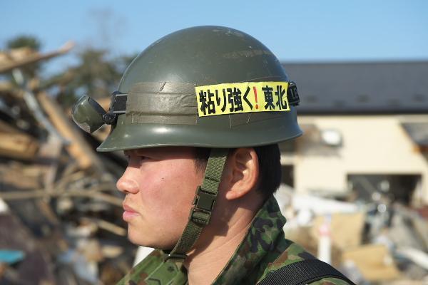 私は、東松島で連日ご遺体の捜索に打ち込んでいたあなた達を決して忘れない。心がボロボロになっているのに一刻も早くご遺族のもとにご遺体をお返しするのだと話してくれたあなた達に心から感謝する。あなた達を戦争に送り込む者共を決して許さない。 http://t.co/c0StQVXIlK