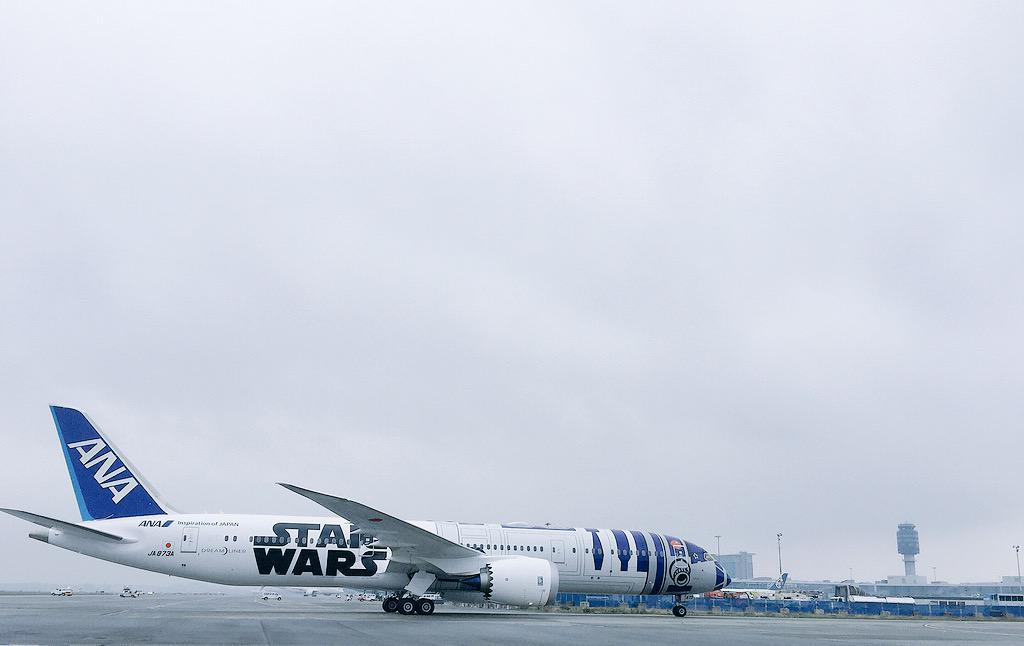 The Force is strong with this one! The @FlyANA_official #R2D2ANAJET has arrived at #YVR! #YVR2D2 #TheForceAwakens http://t.co/0NySwVerQl