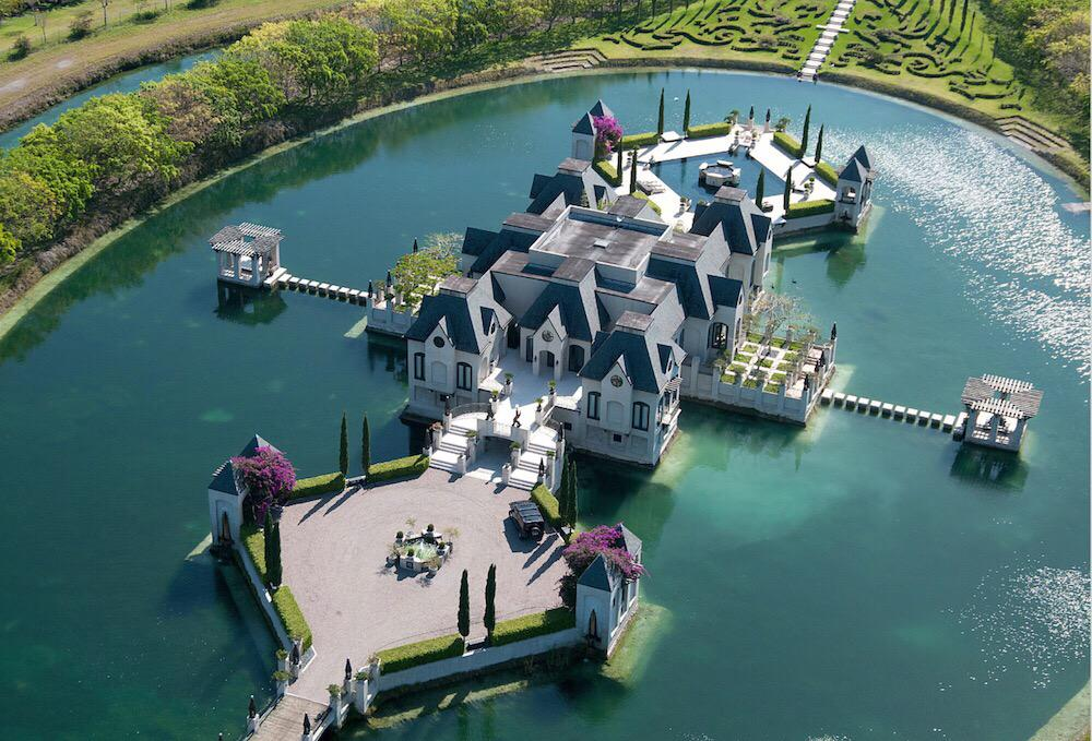 One of the most amazing house in the world. http://t.co/PPpwzeQceL