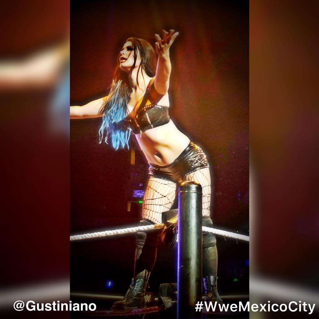 Le viene un gran futuro a @RealPaigeWWE la diva numero 1 hoy @wwe_mex the number one #Diva today #wwemexicocity @WWE http://t.co/nL1azhoo8T