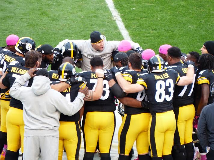 "Big Ben ""rallies the troops"" before the game!  Photo courtesy of @RonOBMD. @steelers #HereWeGo http://t.co/7jOJP57vtk"
