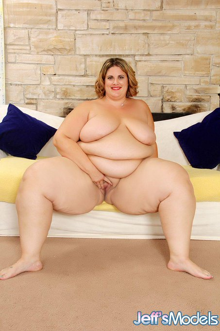 Big, bold, and beautiful Erin Green loves to watched while she undresses. @XXXErinGreen  #bbw #Fat #Porn