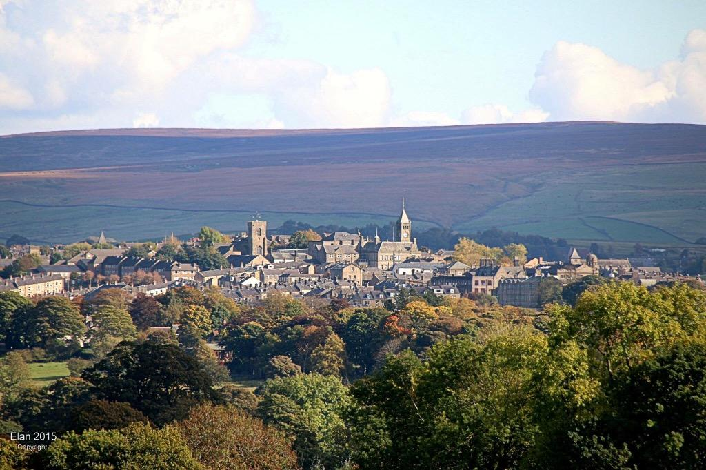 Why is #Colne so beautiful? Look where it's situated! Image from Facebook https://t.co/dPhebKuRYt