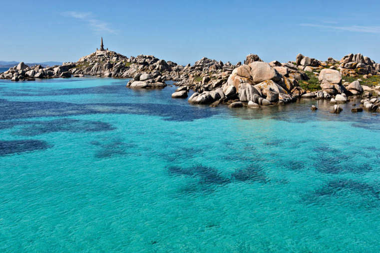 [PHOTOS] Comment la #Corse a su rester l'île de toutes les beautés https://t.co/fBIBS1YAdO #magazineGEO https://t.co/9aXazhufpi