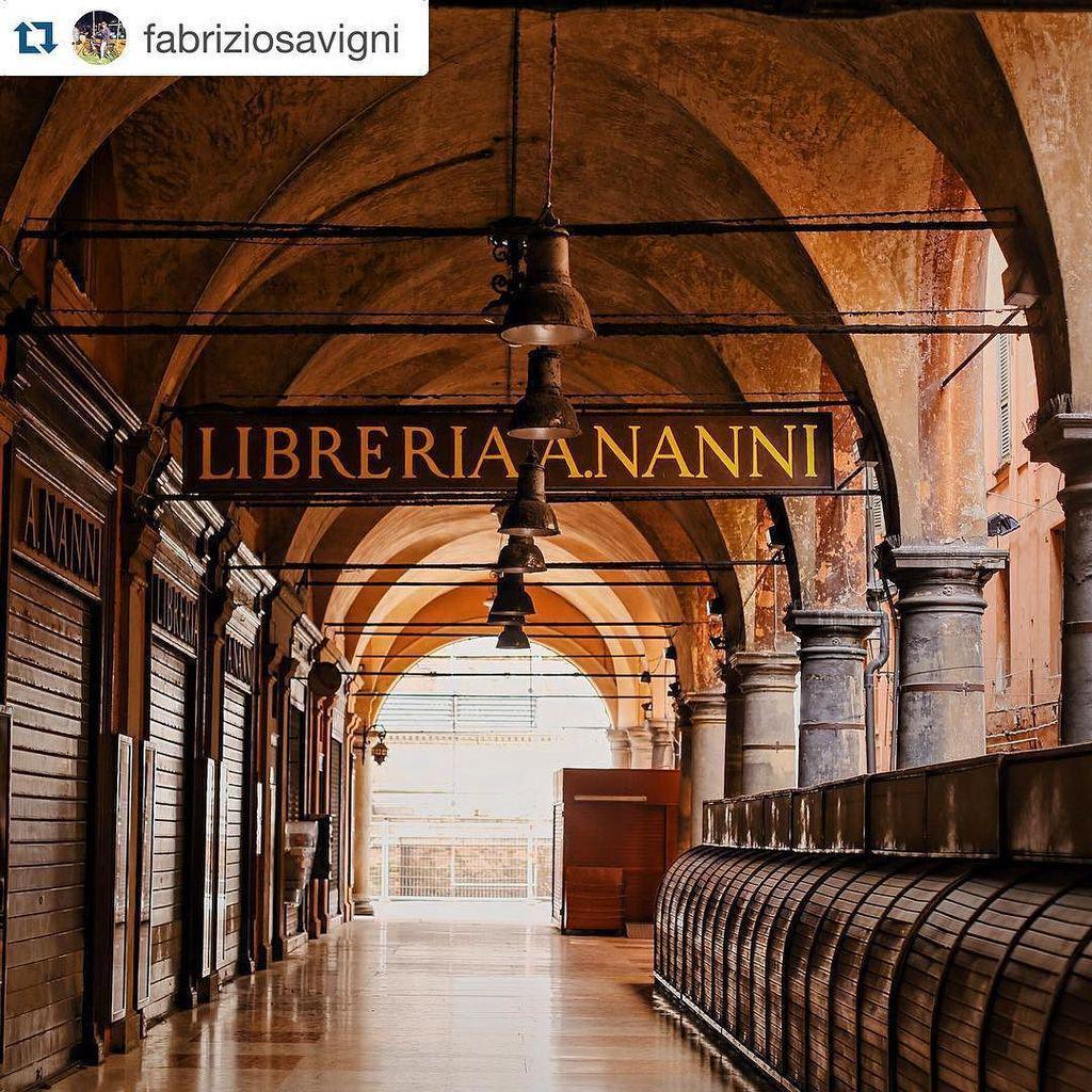 Cari igers, vi auguriamo buona serata con questo splendido scatto di via de' Musei deserta! complimenti a @fabrizio… https://t.co/fqJt4c3dWw
