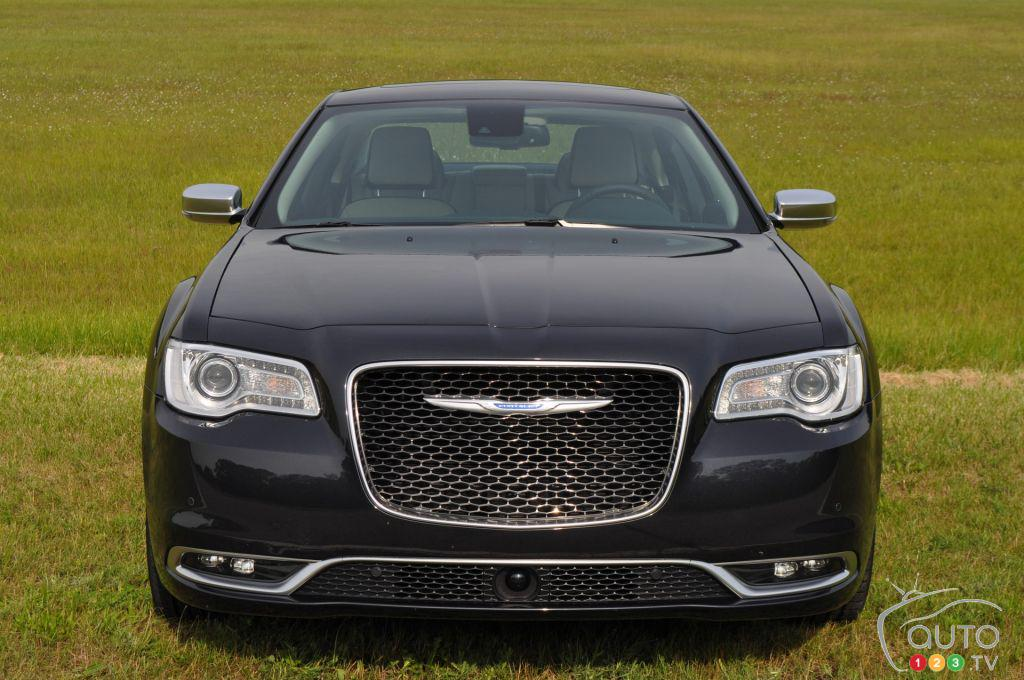 2016 #Chrysler #300C Platinum First Drive https://t.co/9OQkQaLuc8 https://t.co/nGNsfitOMu