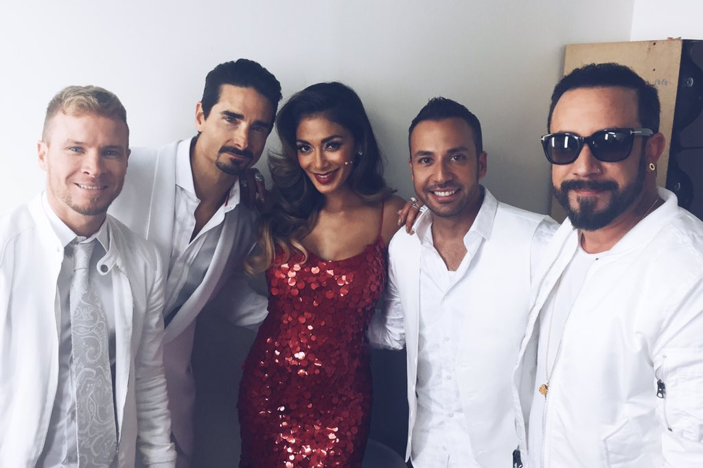 RT @backstreetboys: With the ravishing @NicoleScherzy. https://t.co/0N1PAMO4Lx