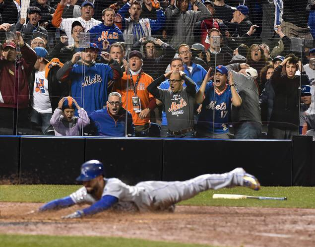 The look of horror by Mets fans when Hos scored tying run last night. Pic by Howard Simmons w/NY Daily News. #Royals https://t.co/oJVEYE9Zmc
