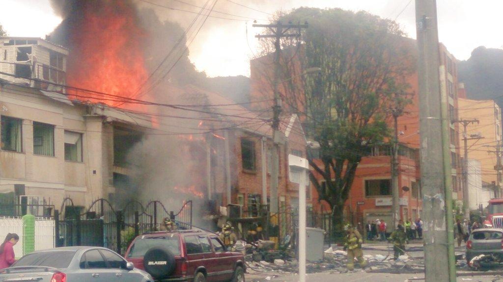 Atención ¡¡¡ Organismos de socorro atienden explosión en la calle 58 con cra 21 https://t.co/aCx3Lf4AkW