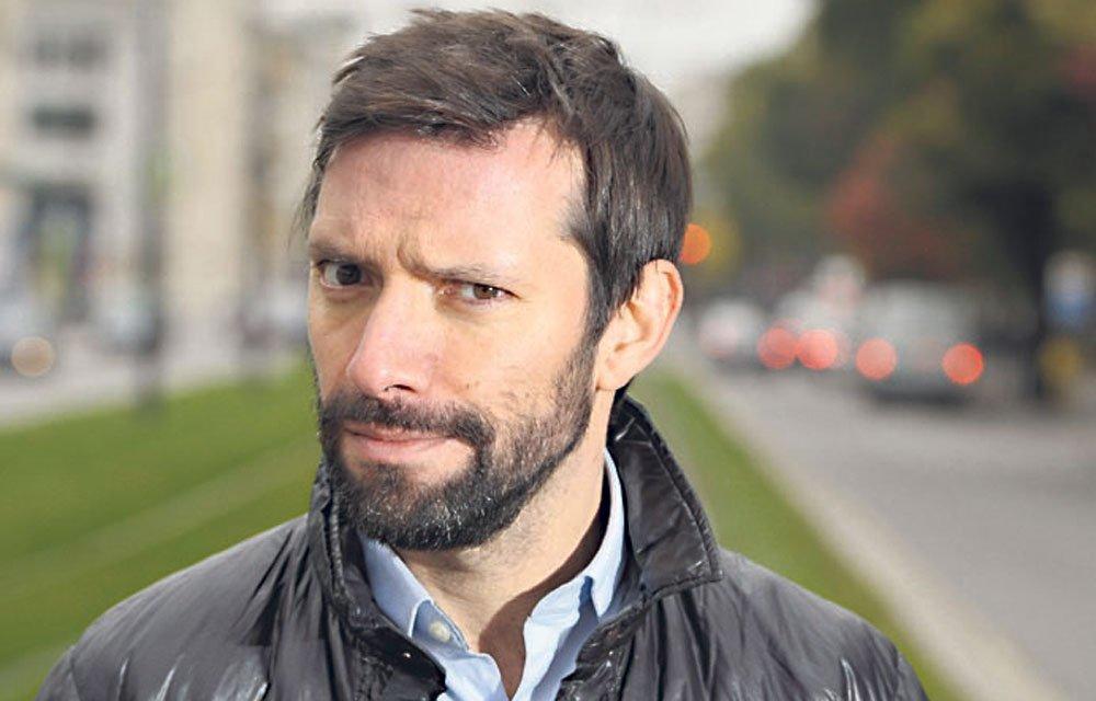 """Julien Cazarre: """"J'aimerais bien me foutre de Zlatan"""". @Ibra_official irez-vous à @jplusun ? #Jplus1 https://t.co/Xa9bWRG9B2"""