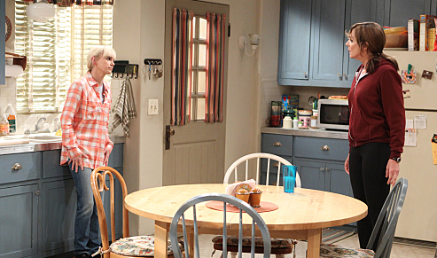 Calling all #Momaholics! Get a sneak preview at Thursday's season premiere of #Mom. https://t.co/rO5PBR8eBQ https://t.co/FLPAq7Yu5t
